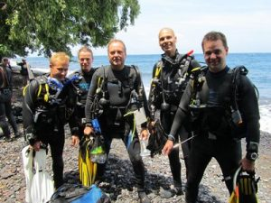 divers-in-tulamben