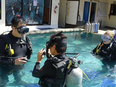 diving preparation in pool