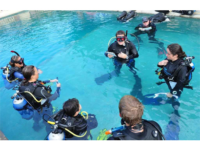 PADI IDC Confined Water Presentation for people