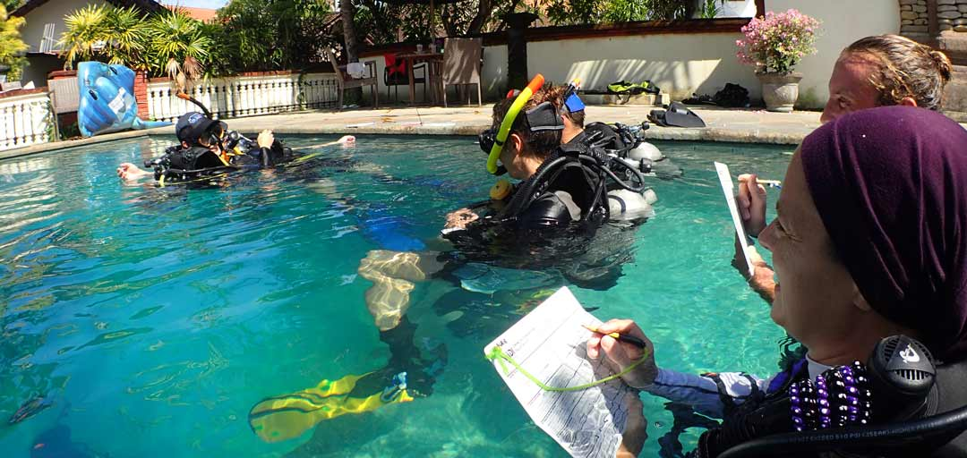 PADI scuba diving Instructor-and Padi Divemaster is working at the pool