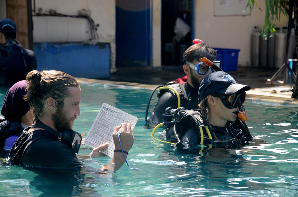 PADI Instructor Bali panicked open water diver
