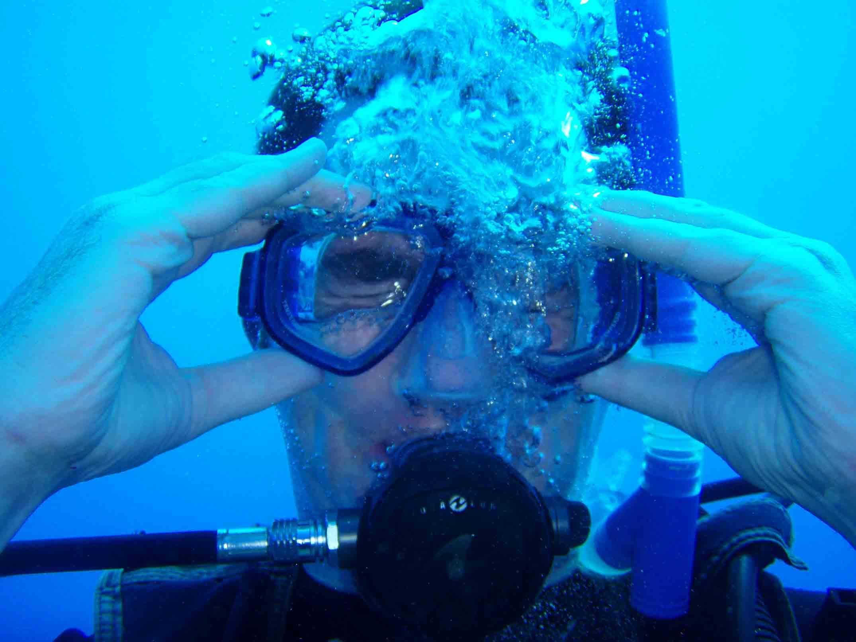 scuba diving mask skill