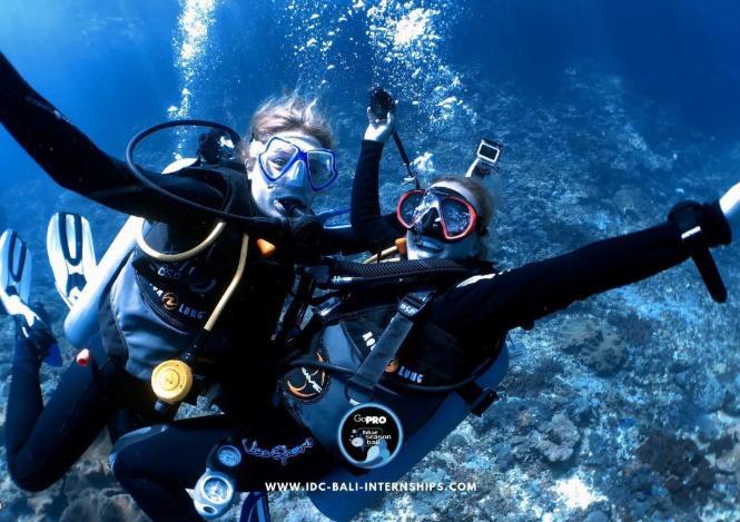 two girls learn scuba diving